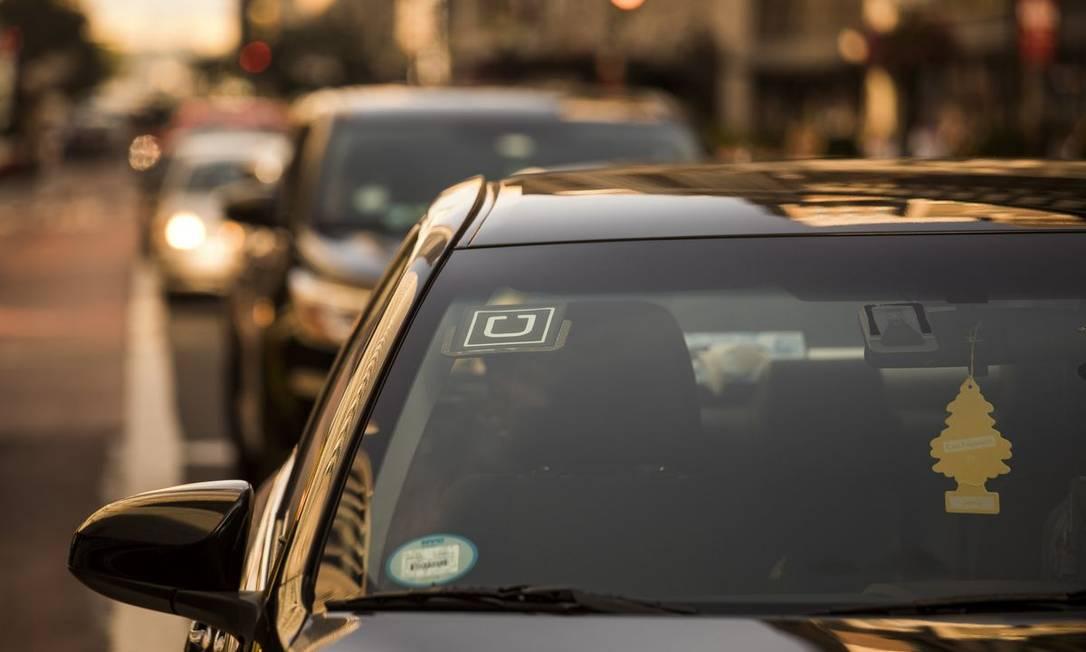 Logo do Uber em carro em Nova York Foto: John Taggart / Bloomberg