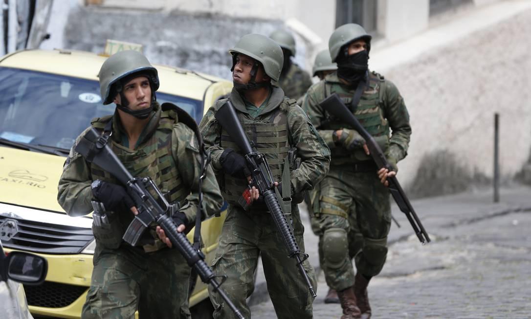 Militares, PMs e Bombeiros Foto: Pablo Jacob / Agência O Globo