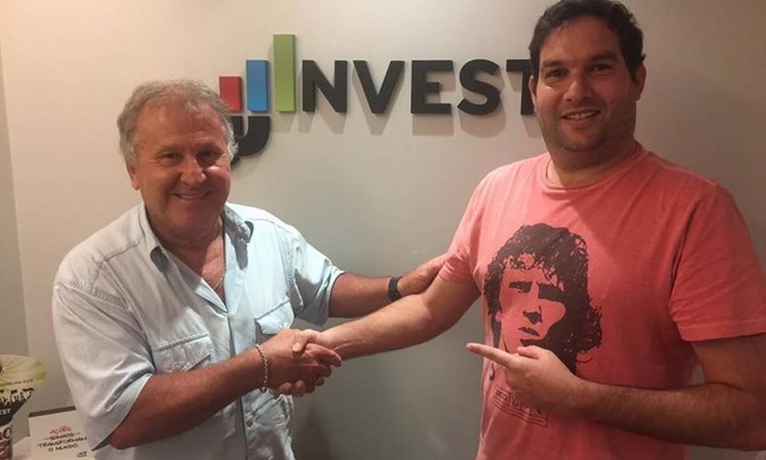 Jonas Jaimovick publicou no ano passado foto ao lado de Zico na sede da empresa, em Copacabana Foto: Reprodução da internet