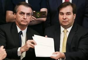 Presidente Jair Bolsonaro durante entrega da proposta de reforma da Previdência ao presidente da Câmara, Rodrigo Maia Foto: Marcos Corrêa / Agência O Globo