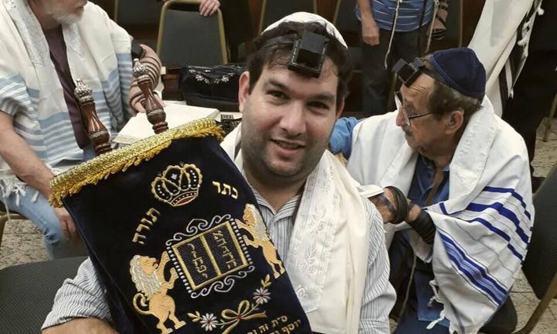 Jonas Jaimovick em cerimônia judaica Foto: Reprodução da internet