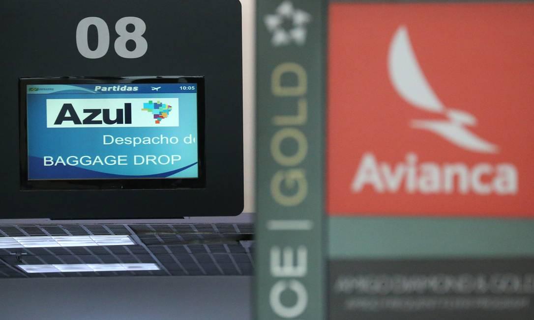 Logos da Azul e da Avianca no aeroporto Santos Dumont Foto: SERGIO MORAES / REUTERS