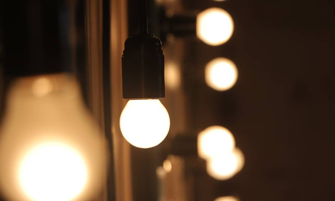 A substituição de lâmpadas incandescentes pelas de LED pode gerar uma redução de 75% a 85% no consumo de energia. Além disso, essas lâmpadas duram mais. Em relação às lâmpadas fluorescentes, a economia é de cerca de 40% Foto: Pixabay