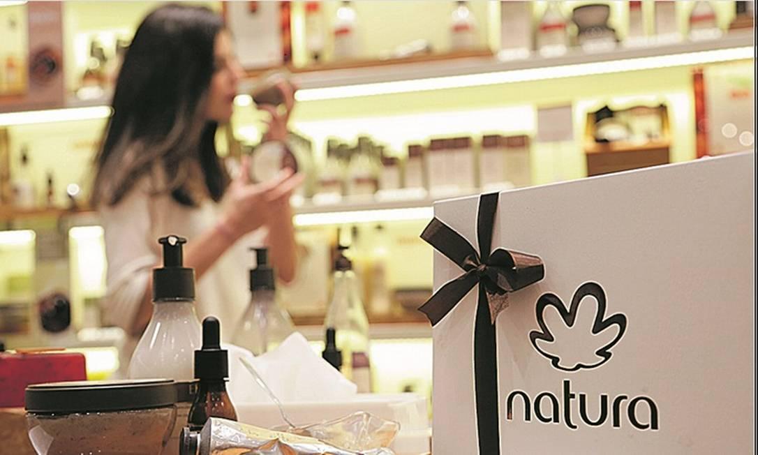 Negociação: Conversas da Natura para comprar Avon são a segunda ofensiva para adquirir a rival desde setembro do ano passado Foto: Gustavo Azevedo _Agência O Globo