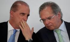 Ministros Onyx Lorenzoni e Paulo Guedes durante cerimônia no Palácio do Planalto Foto: UESLEI MARCELINO / REUTERS
