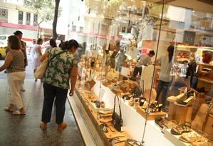 Vendas do comércio caíram 0,3% no segundo trimestre, indicando PIB fraco no período Foto: Agência O Globo