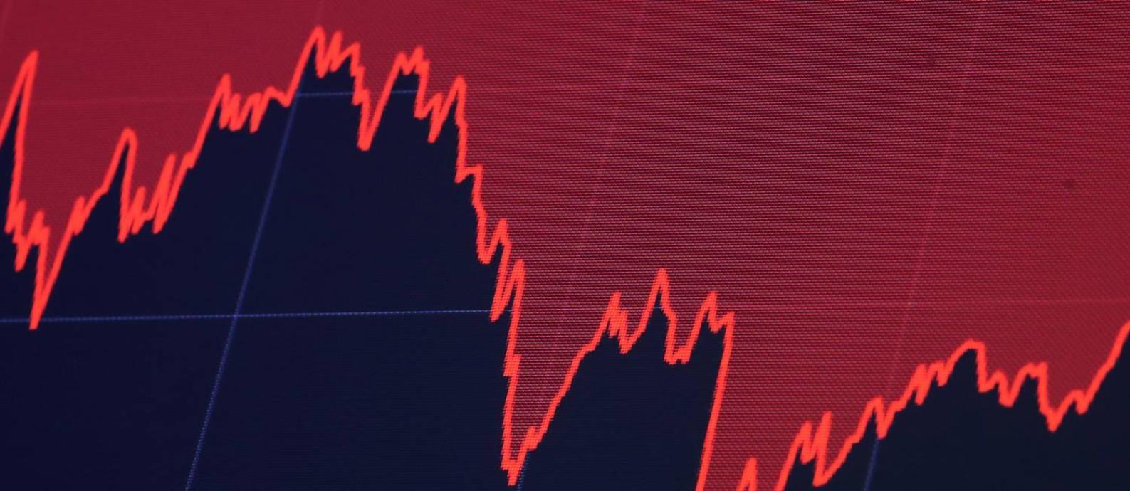 Gráfico do mercado financeiro: empresas sem autorização oferecem retornos irrealistas Foto: BRENDAN MCDERMID / REUTERS
