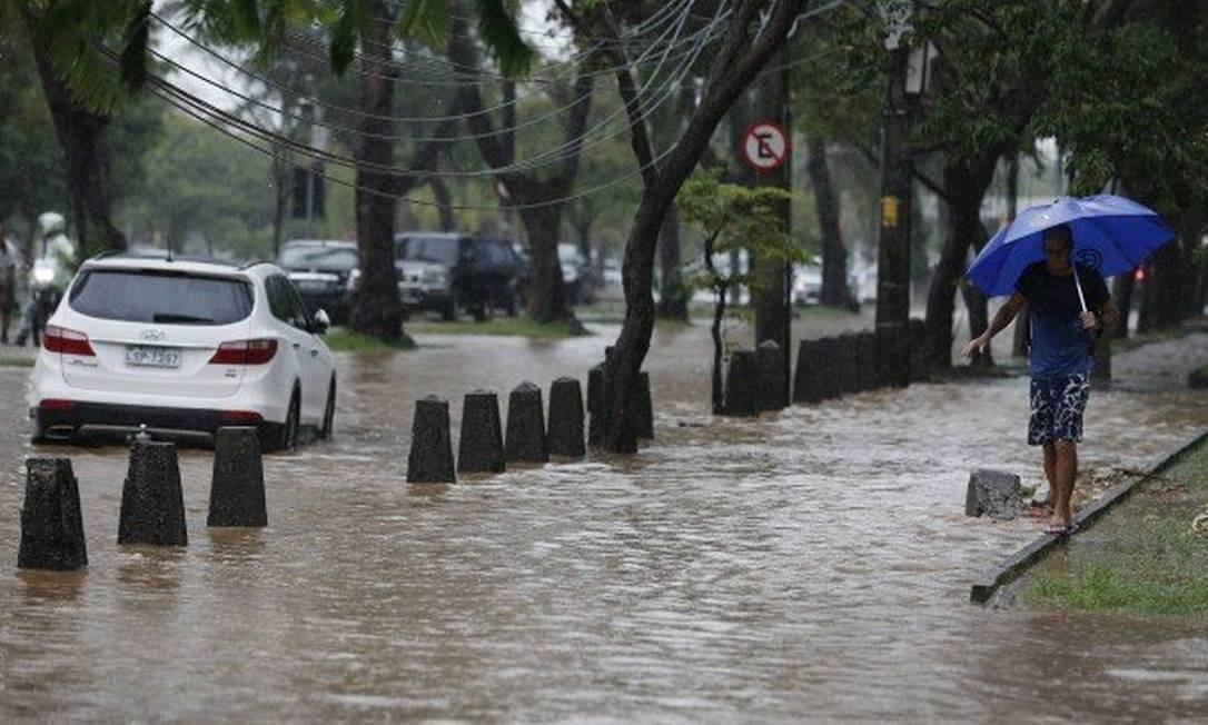 Comércio do Rio teve prejuízo de R$ 182 milhões com chuva Foto: Pablo Jacob / Agência O Globo