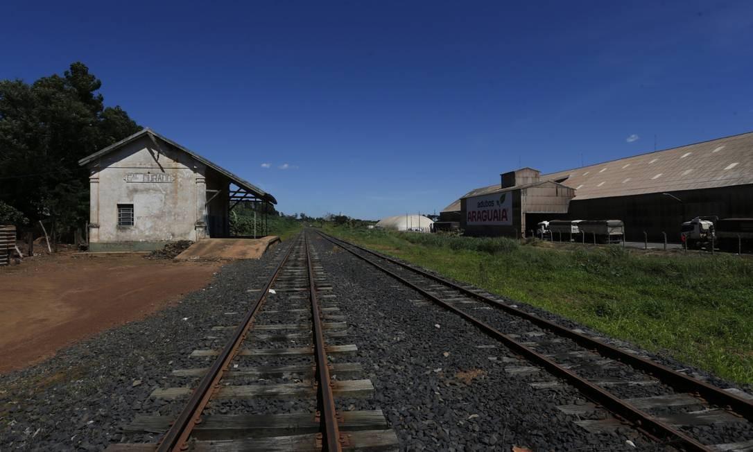 O leilão do trecho central da Ferrovia Norte-Sul, com 1.537 quilômetros, foi vencido pela empresa Rumo, que pagará R$ 2,7 bilhões por um contrato de 30 anos. Foto: Michel Filho / Agência O Globo