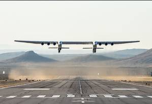 Foto do maior avião do mundo, da Stratolaunch Foto: HANDOUT / AFP
