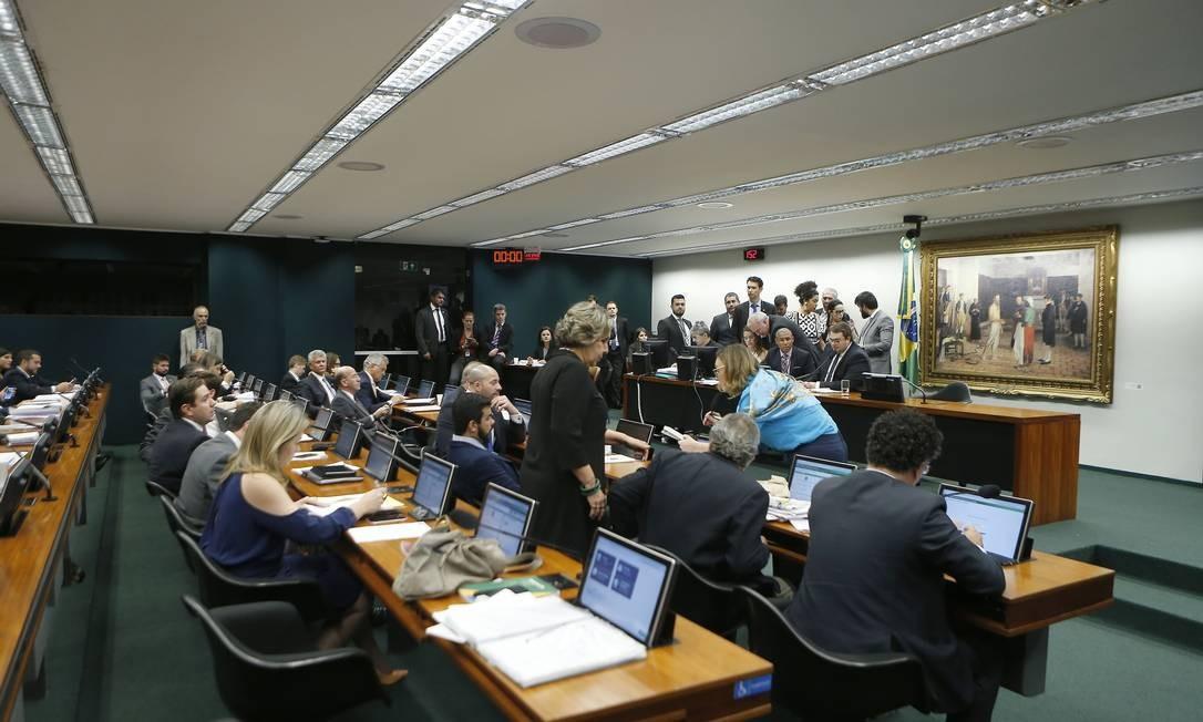 CCJ aprova relatório do orçamento impositivo Foto: Jorge William / Agência O Globo
