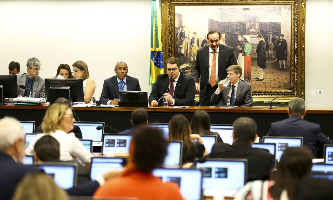 Sessão da CCJ para votação do relatório da reforma da Previdência. Proposta foi aprovada por 48 votos Foto: Marcelo Camargo/Agência Brasil / Agência O Globo