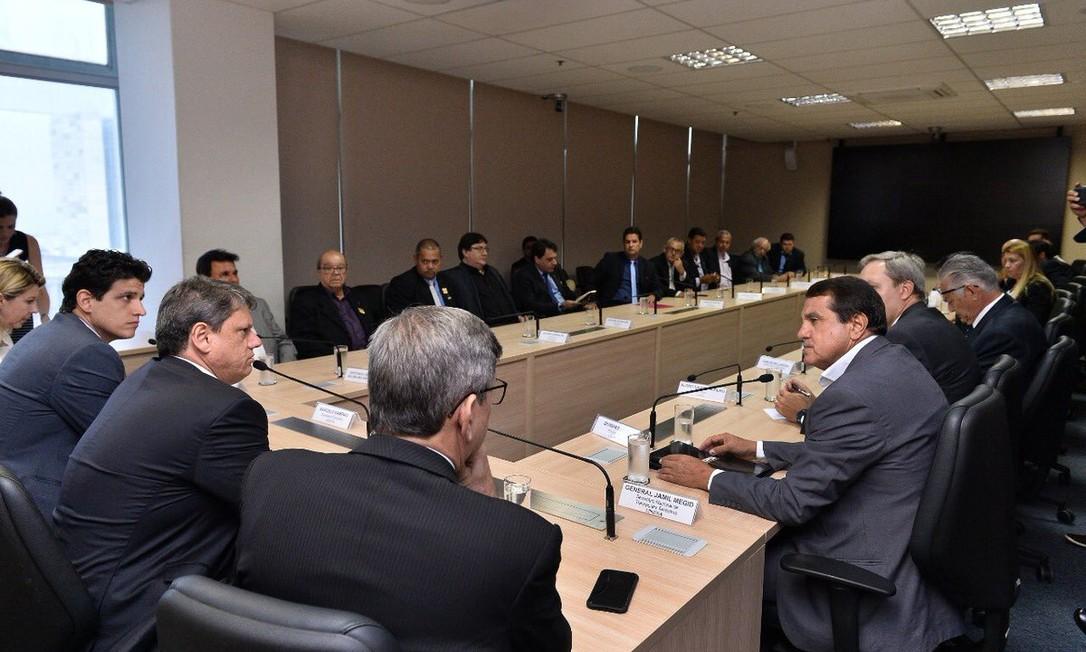 Reunião entre representantes dos caminhoneiros e integrantes do governo Foto: Divulgação