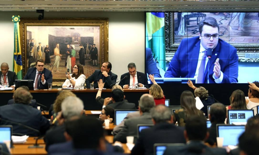 A sessão para aprovação do relatório da reforma da Previdência na CCJ da Câmara dos Deputados Foto: Jorge William / Agência O Globo