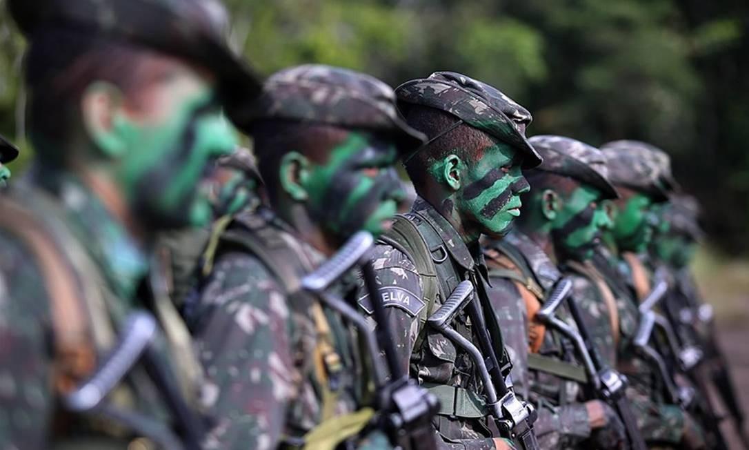 Projeto de reestruturação dos militares corre risco de ter pontos contestados na Justiça Foto: Agência O Globo