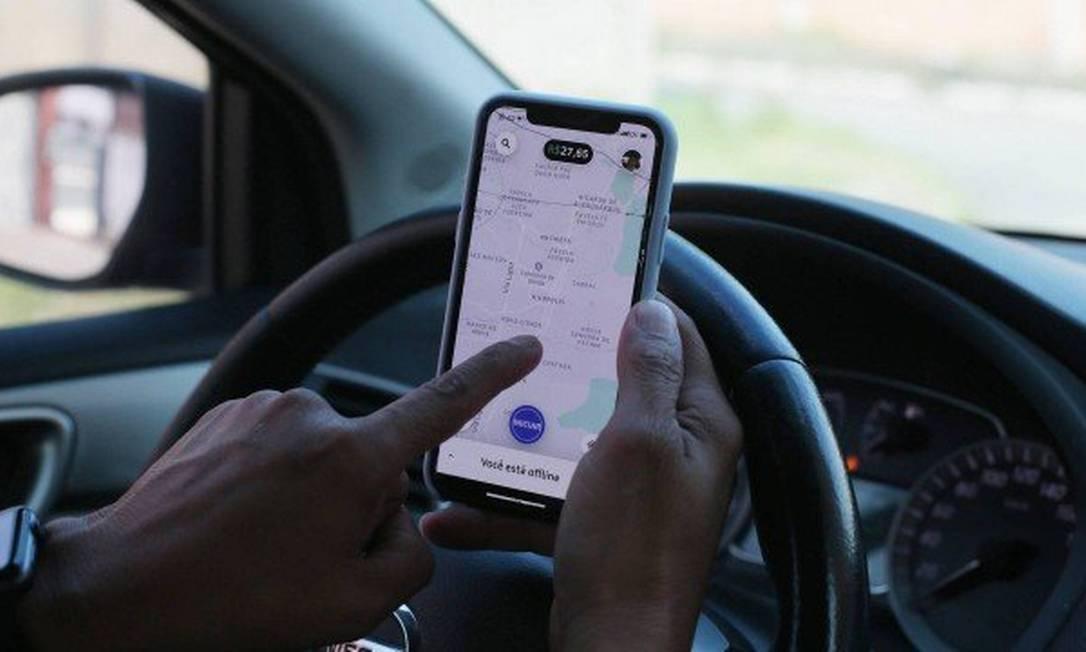 Motoristas de aplicativos passarão a contribuir com o INSS Foto: Agência O Globo