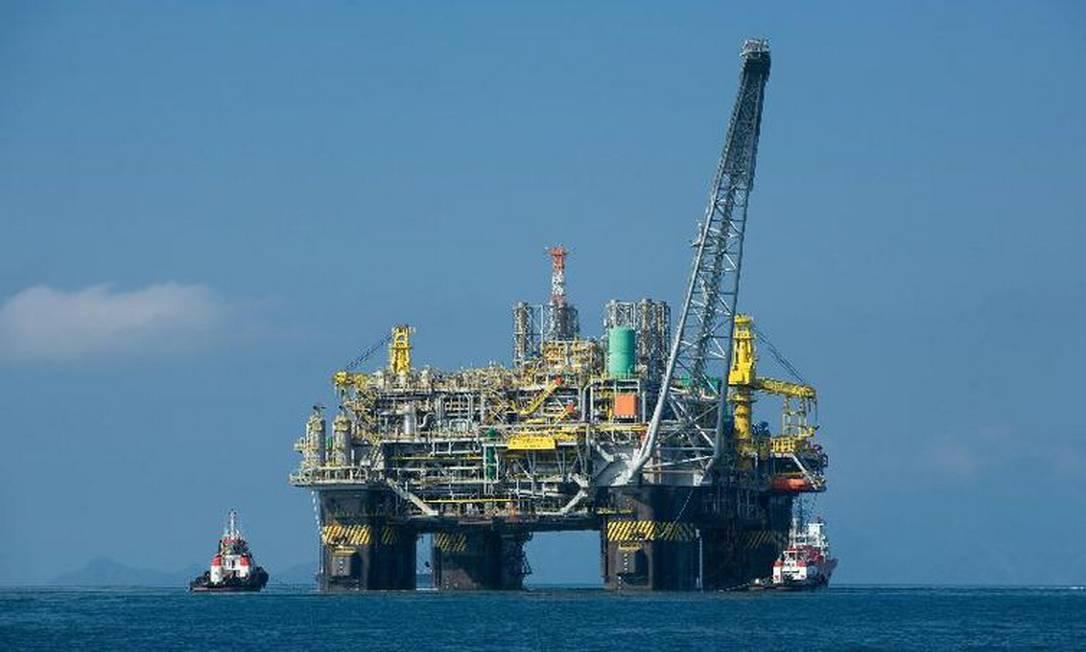 Plataforma de Petróleo na Bacia de Campos: região mostra vitalidade com novas descobertas de petróleo no pré-sal Foto: Agência Brasil