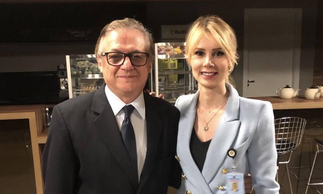 Letícia é seguidora do ideólogo de direita Olavo de Carvalho (ao lado dela na foto). Foto: Reprodução