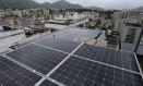 Painéis de energia solar em condomínio do Méier, Zona Norte do Rio Foto: Pedro Teixeira / Agência O Globo
