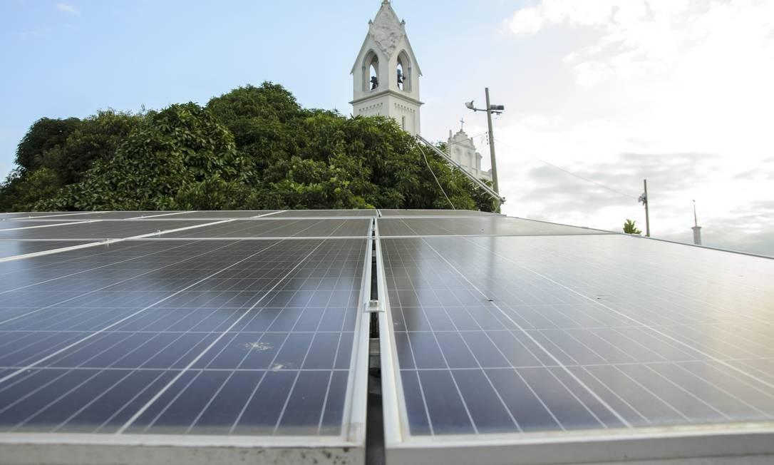 Painéis de energia solar em casa na Ilha do Governador, no Rio Foto: Fabio Cordeiro / Agência O Globo
