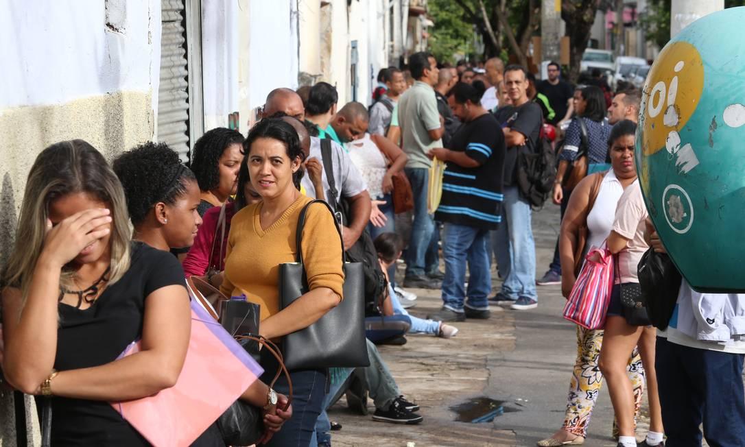 Antes da pandemia, filas para quem busca uma vaga no mercado de trabalho eram comuns. Agora, devem ser instensificadas com crise gerada pela Covid-19 Foto: Fabiano Rocha / Agência O Globo