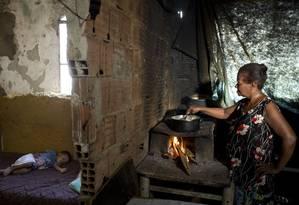 Jurani Nobre Mange, onde mora, na comunidade Vale dos Eucaliptos Foto: Márcia Foletto / Agência O Globo