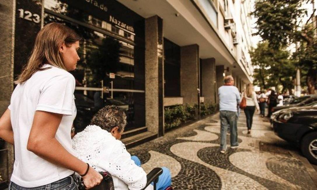 Senado regulamenta profissão de cuidador de idodos Foto: Guilherme Leporace / Agência O Globo