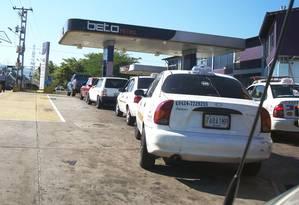 Fila de carros em um posto de gasolina na Venezuela Foto: Eleonora Delgado / Agência O Globo