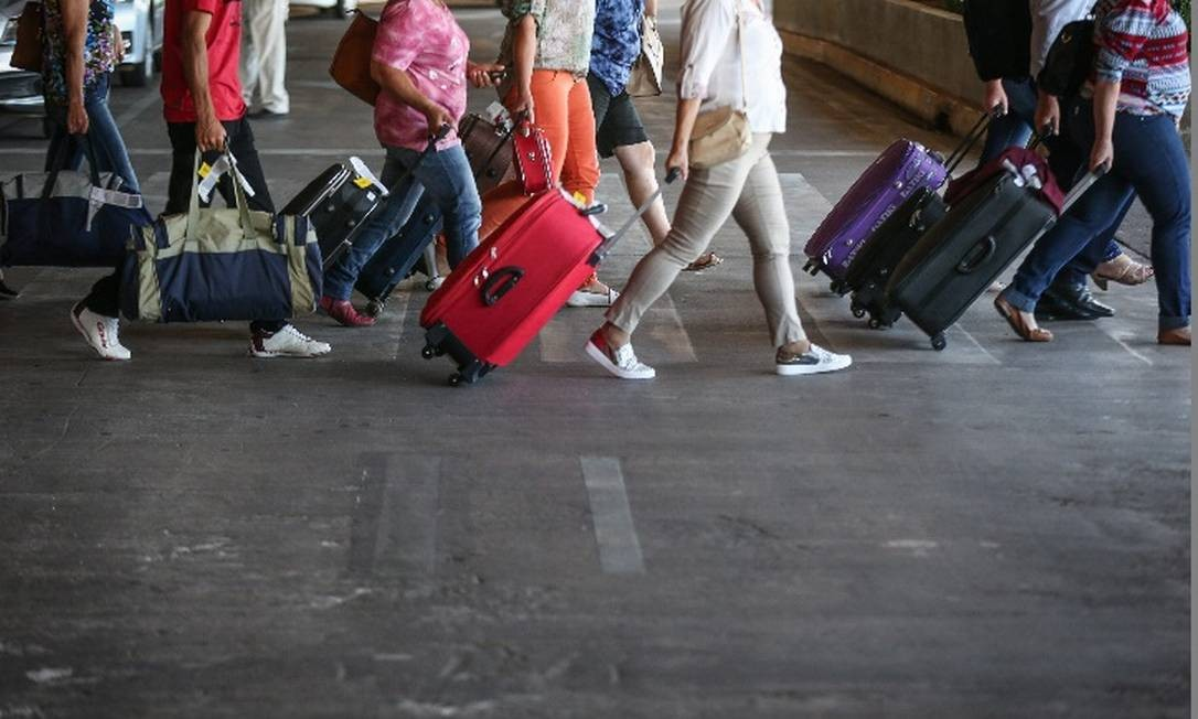 Bagagem gratuita em voos domésticos foi vetada pelo presidente Foto: / André Coelho - Agência O Globo