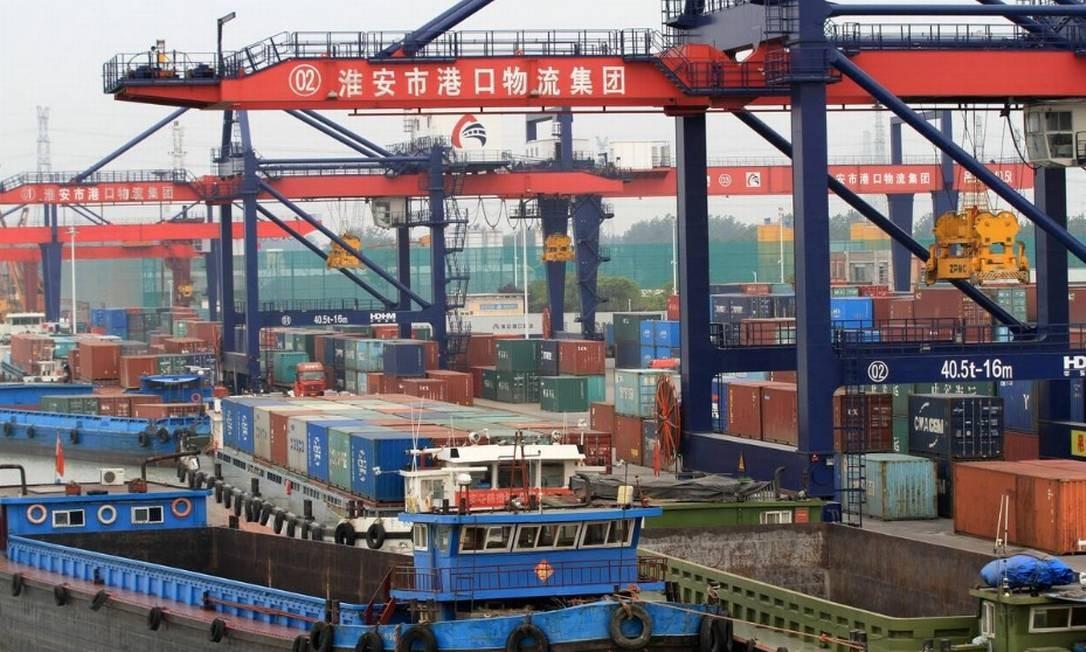 Os contêineres são vistos em um porto em Huaian, província de Jiangsu, China Foto: Reuters