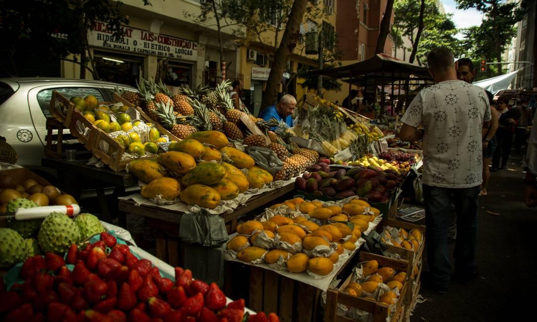 Feira livre: Preços dos alimentos subiram em setembro Foto: Brenno Carvalho / Agência O Globo