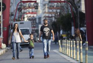Renda alta e educação de qualidade gratuita atraíram Ivelize e Felipe para o Japão: família embarca em junho com visto permanente na bagagem Foto: Edilson Dantas / Agência O Globo