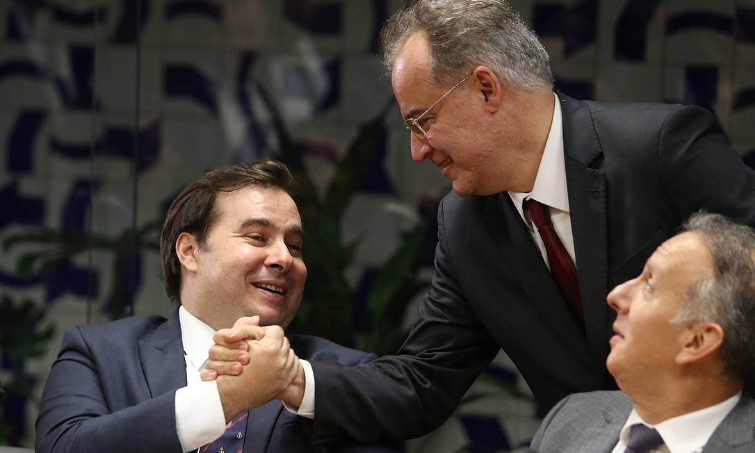 Deputados Rodrigo Maia (DEM-RJ) e Samuel Moreira (PSDB-SP) durante entrevista sobre relatório da reforma da Previcência Foto: Jorge William / Agência O Globo