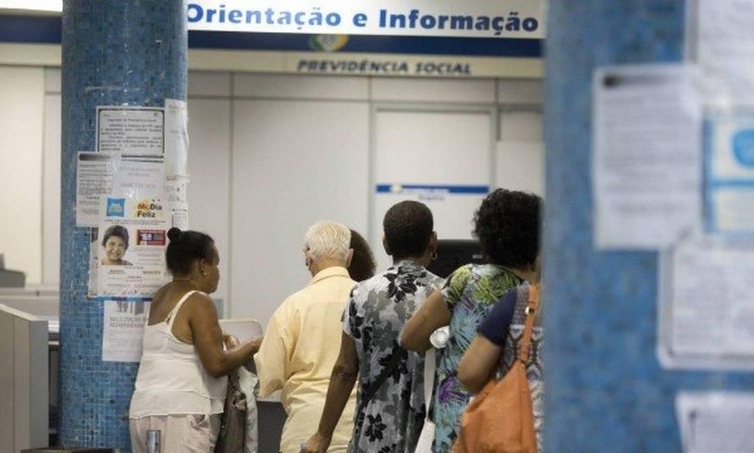 Segurados mais jovens e com benefícios mais antigos serão os primeiros convocados para novas perícias no INSS Foto: Márcia Folleto / Agência O Globo