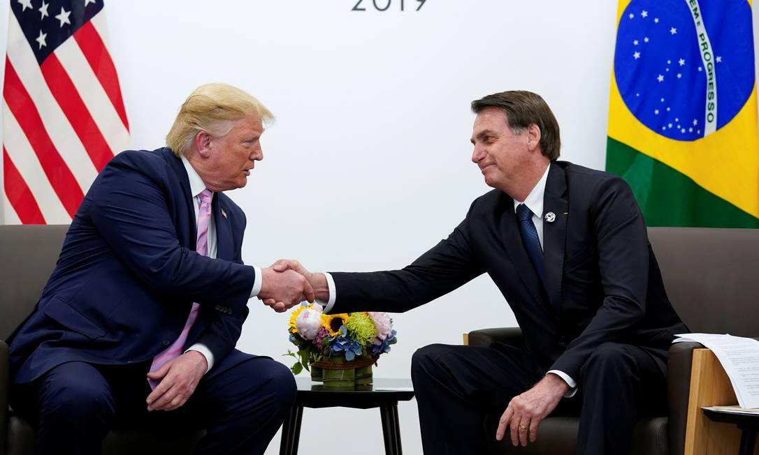 Trump e Bolsonaro, durante reunião bilateral durante o G-20, no Japão Foto: KEVIN LAMARQUE / REUTERS