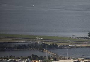 Pista principal do aeroporto Santos Dumont será interditada para manutenção entre 24 de agosto e 21 de setembro Foto: Gabriel Monteiro/05-05-2019
