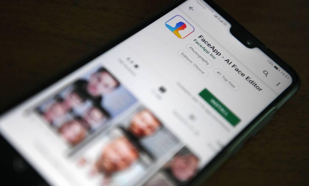 """Lançado em 2017, o aplicativo FaceApp estourou na semana passada com filtro que """"envelhece"""" as pessoas Foto: KIRILL KUDRYAVTSEV / AFP"""