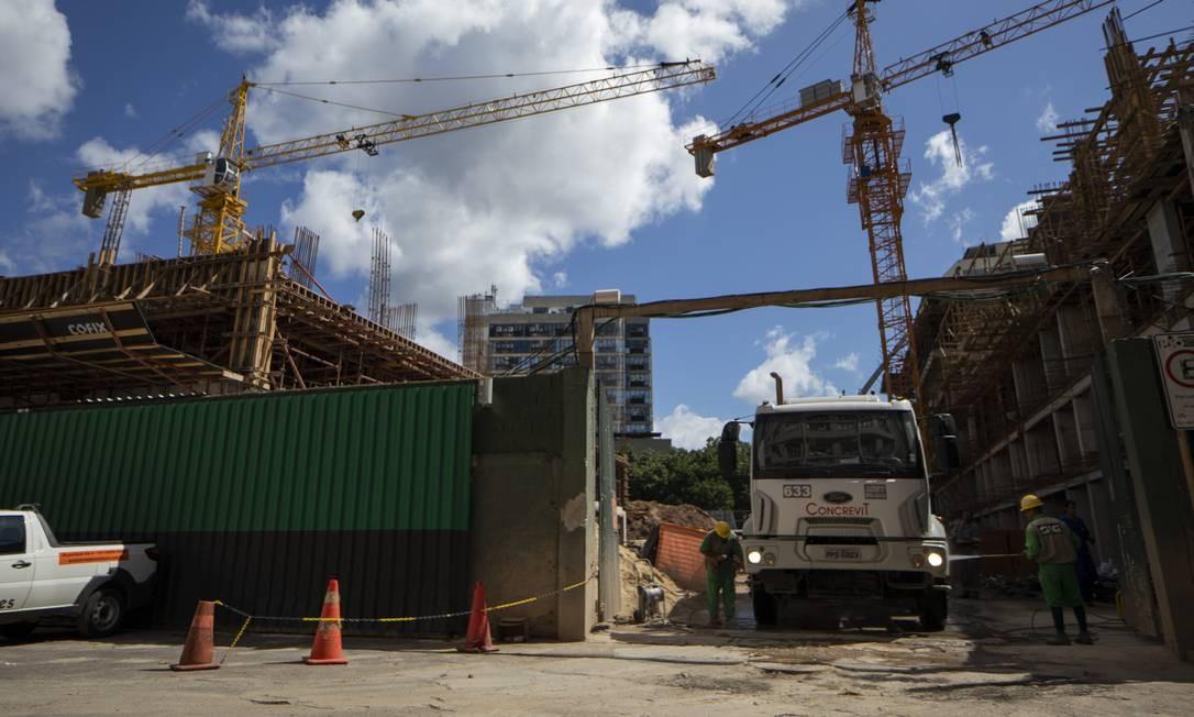 Construção civil em bairros da zona sul do Rio Foto: Gabriel Monteiro / Agência O Globo