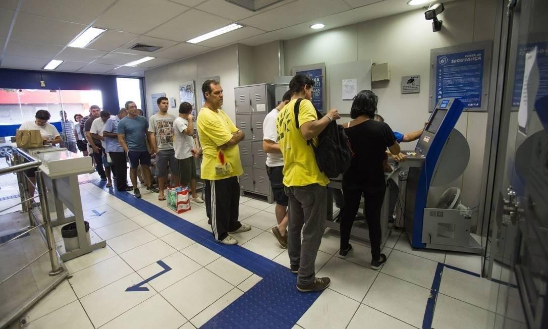 FGTS: governo só deve autorizar saques de até R$ 500 este ano Foto: Agência O Globo
