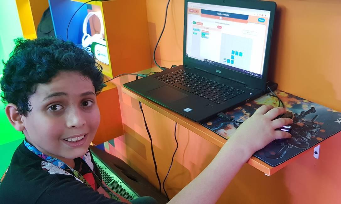 Nathan Viegas, de 10 anos, cria game que alerta para o risco de extinção dos saguis Foto: Sérgio Matsuura / Agência O Globo