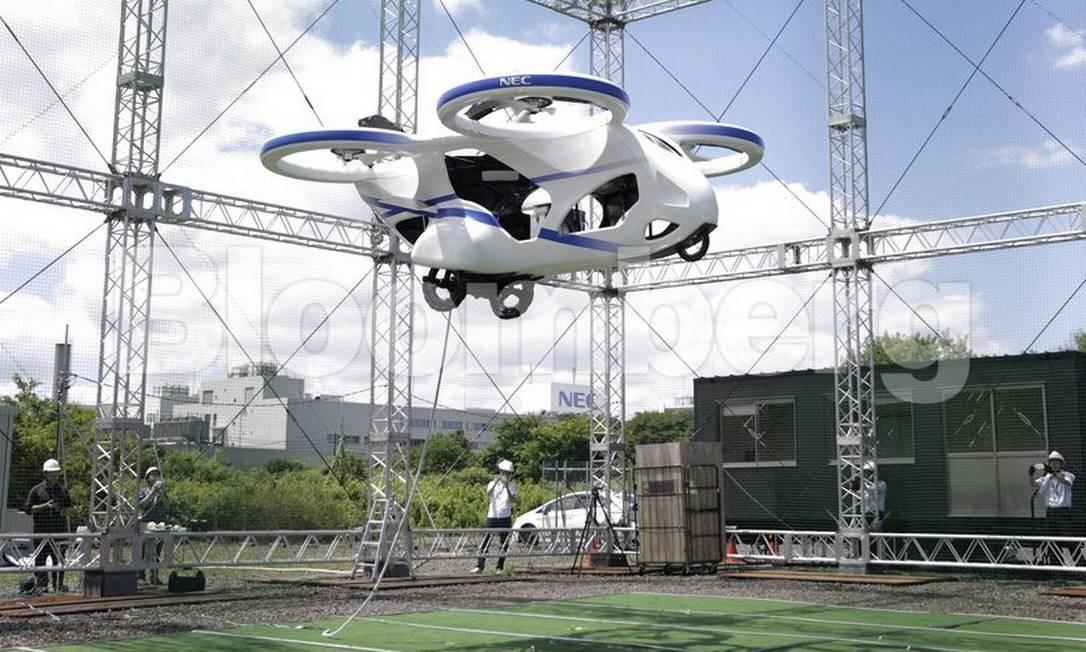 Carro voador projetado pela NEC faz teste no Japão Foto: Bloomberg