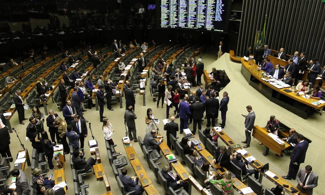 Plenário da Câmara: em vez de engavetar a PEC paralela, deputados já articulam estratégia para aprovar mudanças na reforma dos servidores estaduais Foto: Agência Brasil