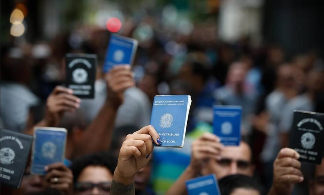Desemprego: um ano antes, no trimestre encerrado no mesmo mês de 2019, a taxa havia ficado em 12% Foto: Agência O Globo