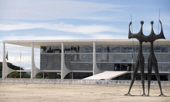 Os investimentos públicos estão no menor patamar histórico. Na foto, o Palácio do Planalto, sede do Executivo Foto: Jorge William / Agência O Globo