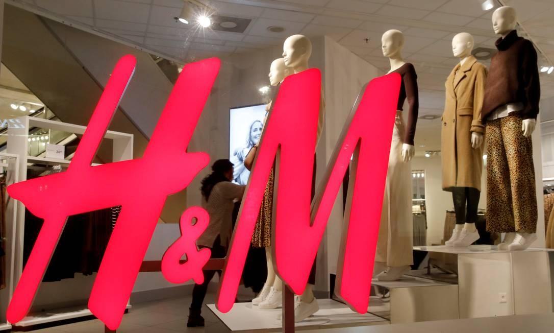 Logo da marca suíça H&M em uma loja, em Zurique Foto: Arnd Wiegmann / Reuters