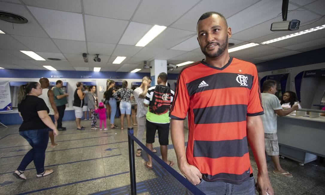 O montador industrial Leonardo Ferreira pretende usar o FGTS para quitar dívidas Foto: Ana Branco / Agência O Globo