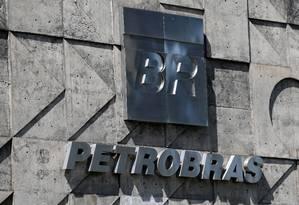 Logo da petrobras na sede da estatal, no Rio Foto: Sergio Moraes / Reuters
