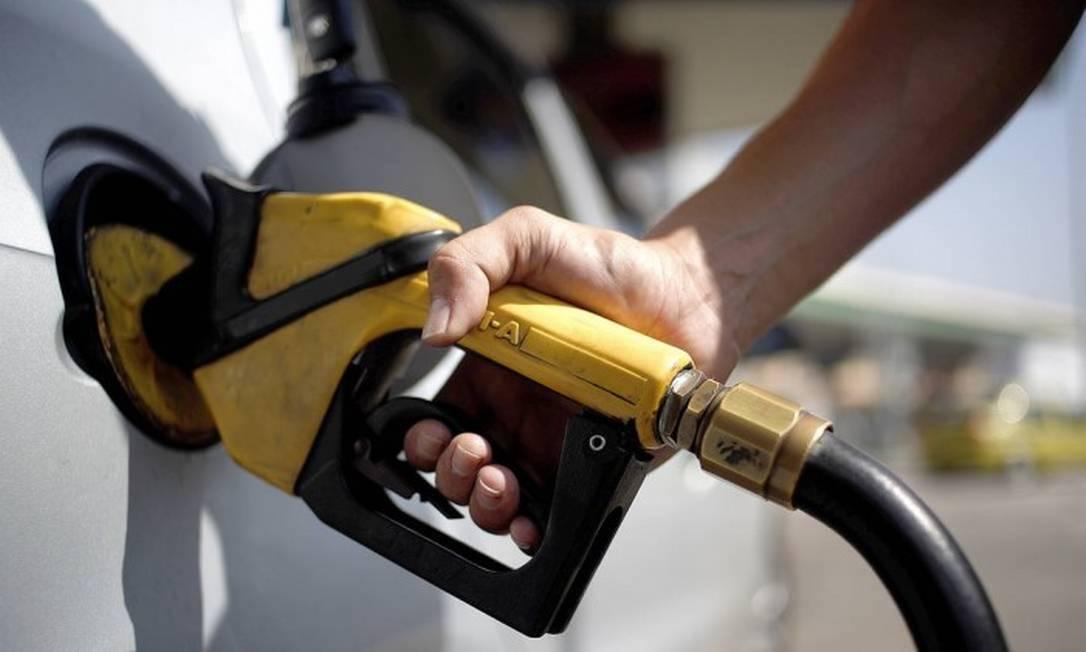 A alta no preço da gasolina foi a principal influência da inflação de julho Foto: Gustavo Stephan / Agência Globo
