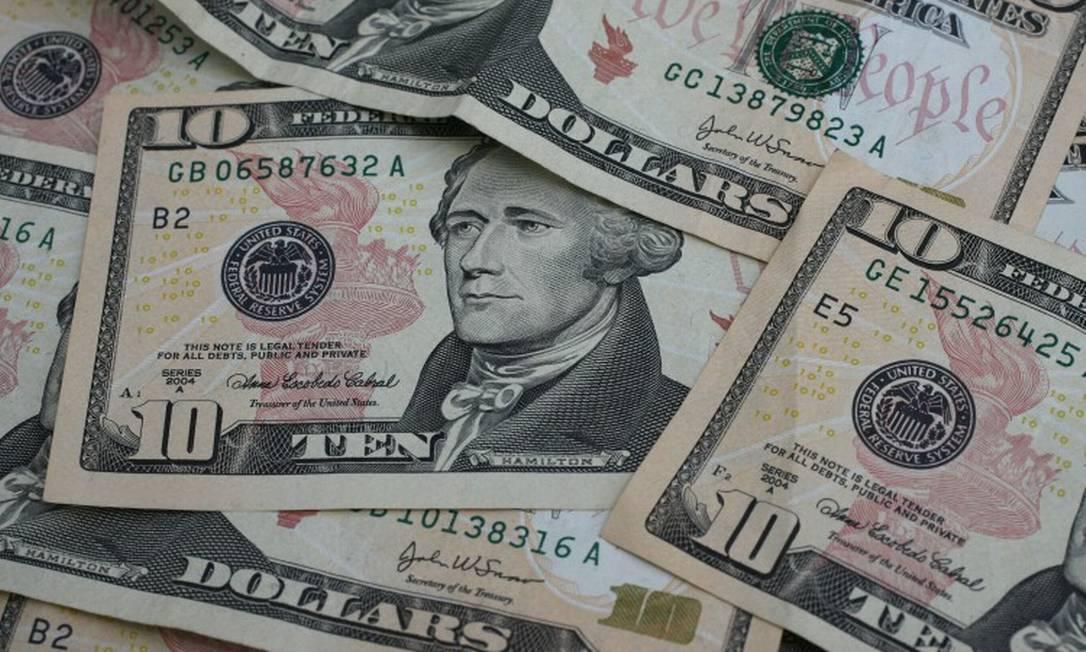 Cédulas de dólar, a moeda oficial dos Estados Unidos Foto: Stephen Hilger / Bloomberg