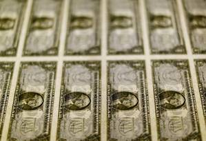 Cédulas de dólar, a moeda oficial dos Estados Unidos Foto: Gary Cameron / Reuters
